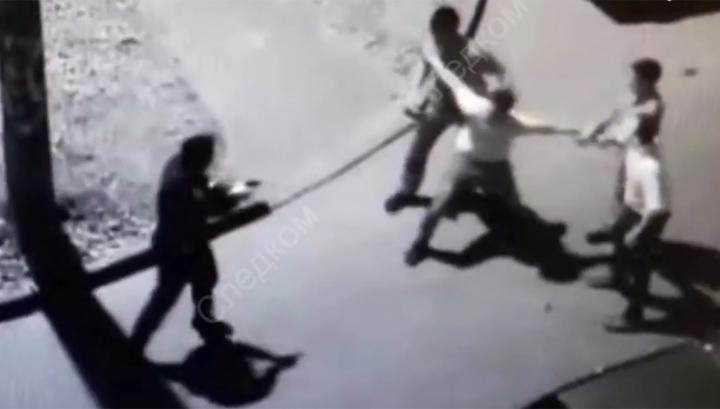 Грудью шли на пистолет: пьяные мужчины напали на полицейских и вынудили их стрелять