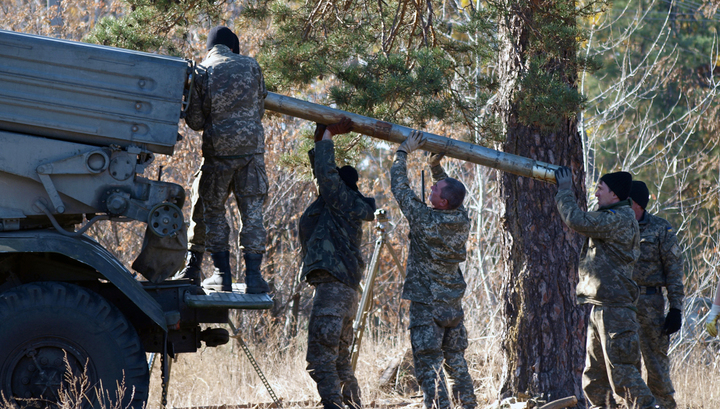 Киев стягивает в Донбасс тяжелое вооружение