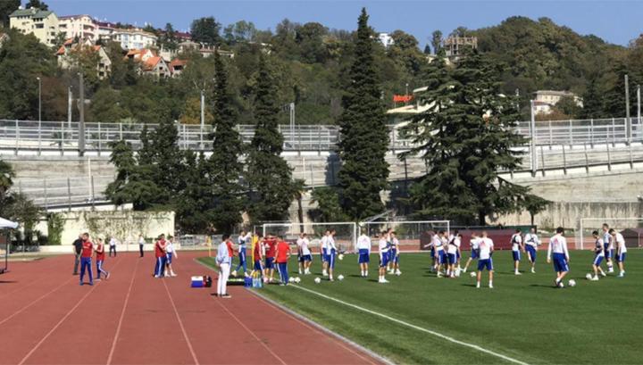Футбольная сборная России тренируется в Сочи в полном составе
