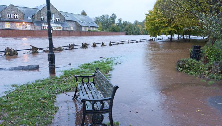 В Великобритании три человека погибли из-за шторма