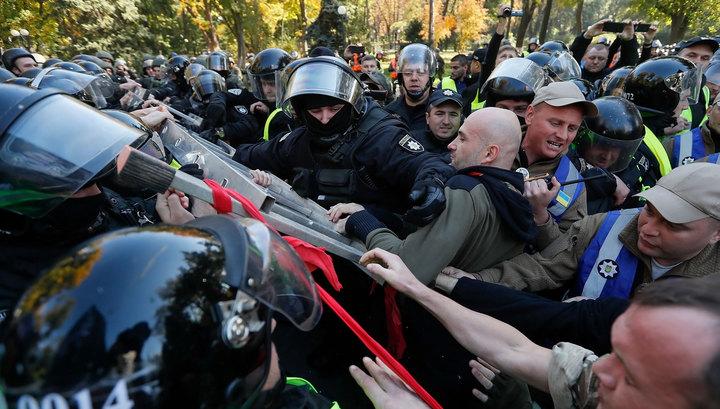 Киев: полицейские ответили радикалам газом и дубинками