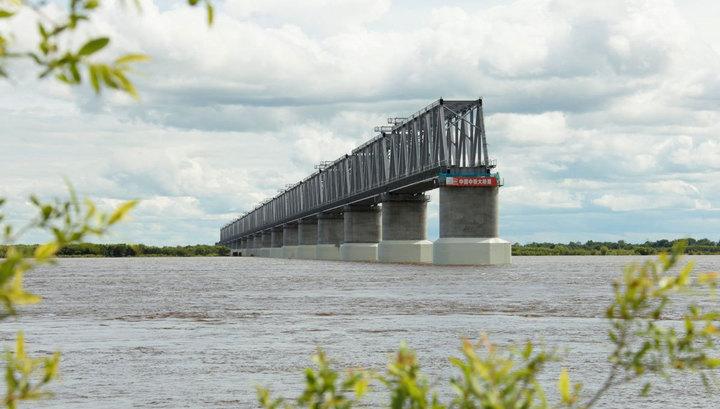 Китай достроил свою часть первого ж/д моста через Амур