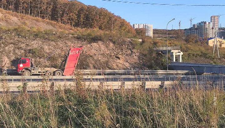 Пострадавших в связи с обрушением виадука в пригороде Владивостока нет