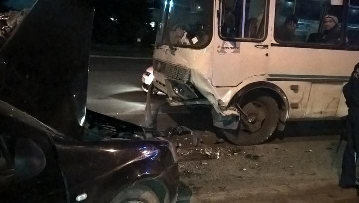 Серьезная авария с автобусом в Уфе: пострадали пассажиры