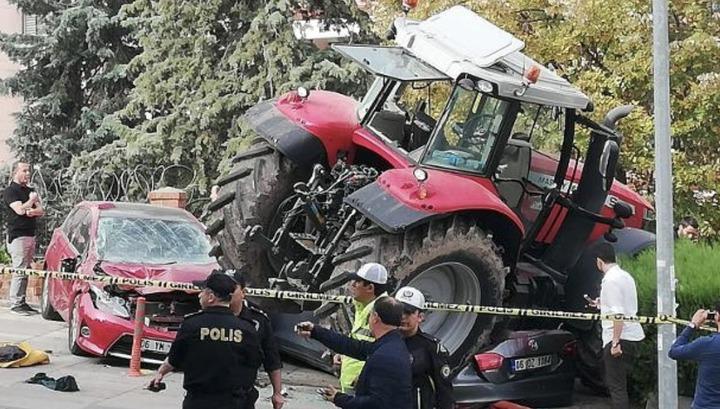 Турецкий фермер раздавил шесть легковушек по пути на акцию у посольства Израиля