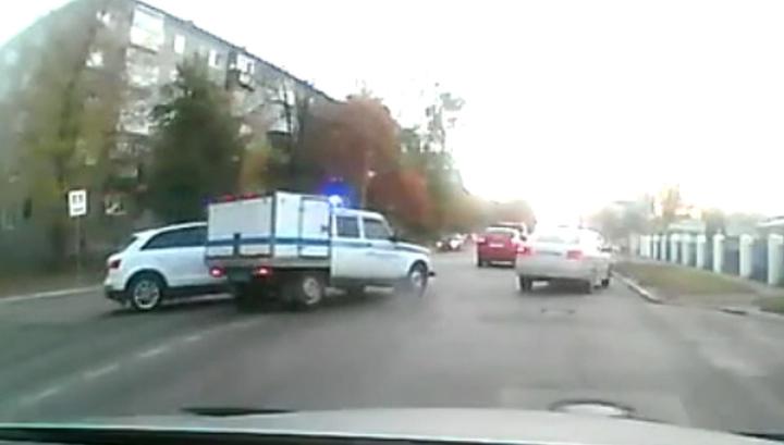 В Твери произошла авария с участием полицейской кинологической машины. Видео