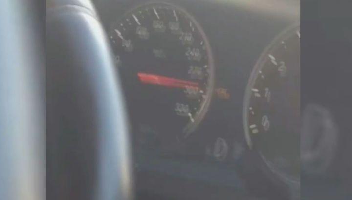 Торопившийся в Шереметьево водитель разогнал машину до 300 км/ч