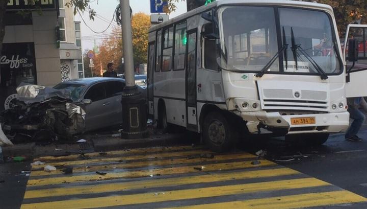 Три человека, в том числе – ребенок, пострадали в аварии с автобусом в Краснодаре