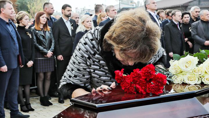 В Керчи простились с жертвами расстрела со взрывом