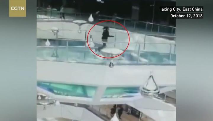 Женщины у бассейна, огромные влагалища фото крупно и внутри