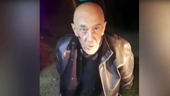 Вооружившийся пистолетами рецидивист на костылях ограбил ювелирный магазин. Видео
