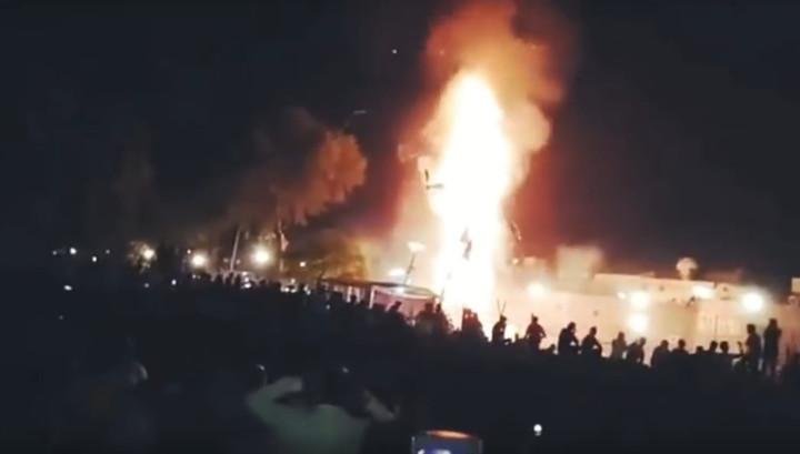 Опубликовано видео катастрофы в Индии: поезд сбил более полусотни веселящихся людей