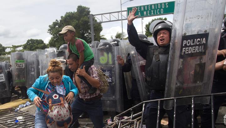 Мигранты из Гондураса, прорвавшиеся в Мексику, ранили семерых человек