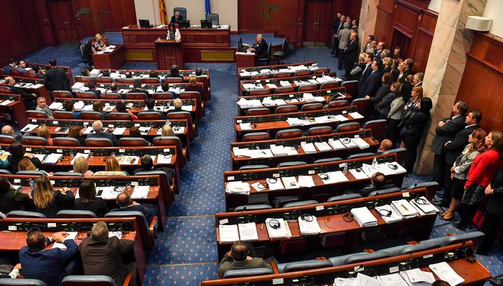Ради вступления в ЕС и НАТО парламент Македонии поддержал переименование страны