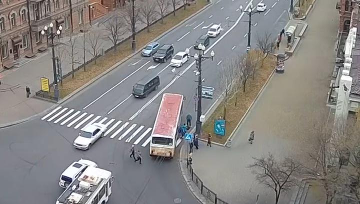 Автобус переехал пешехода на