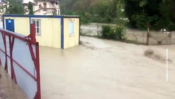 Ливни и сель в Туапсе: железная дорога остановлена, разрушен мост