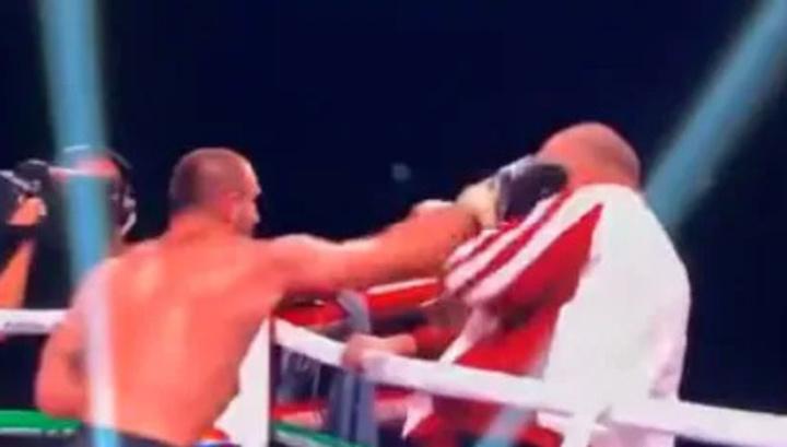 Грузинский боксер устроил драку со своим тренером после поражения