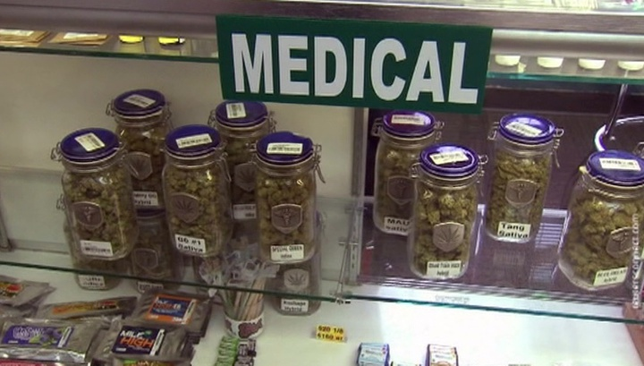 Первым покупателем легализованной в американском городе марихуаны стал мэр