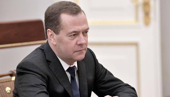 Медведев просветил Савельева насчет качества порошка
