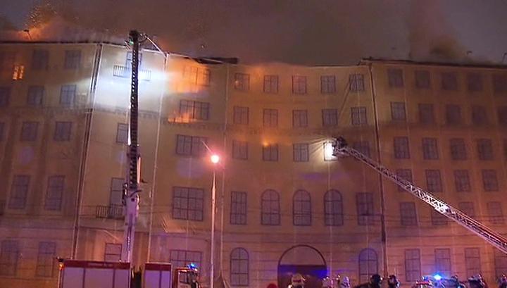 Площадь пожара в центре Москвы увеличилась до 2 тысяч квадратных метров