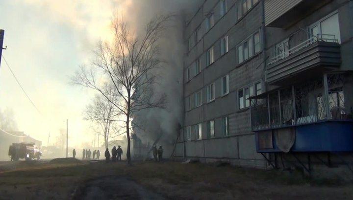 В поселке Приамурский взорвался газ, в аварийном доме заблокированы люди