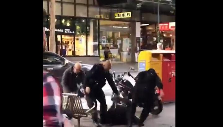 Нейтрализацию уличного убийцы в Мельбурне сняли на видео