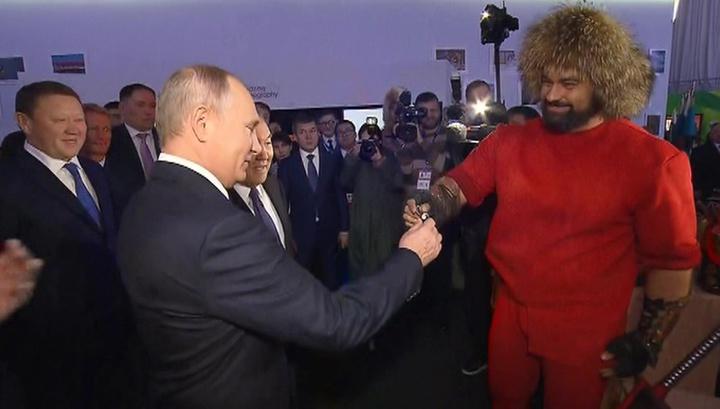 В Казахстане для Путина связали узел из гвоздя