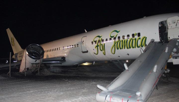 Шесть человек госпитализированы после аварийной посадки самолета Boeing 757 Fly Jamaica