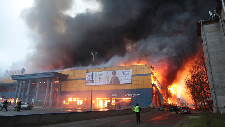 Один человек пострадал при пожаре в гипермаркете