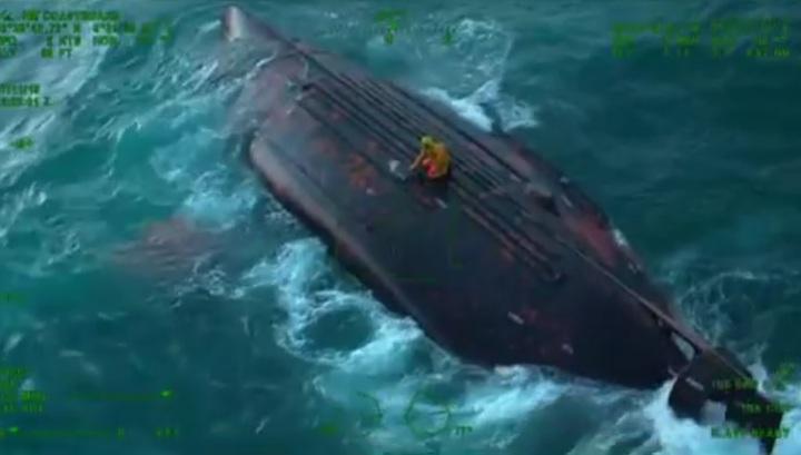 Опубликованы кадры спасения рыбаков с судна, перевернувшегося в Ла-Манше