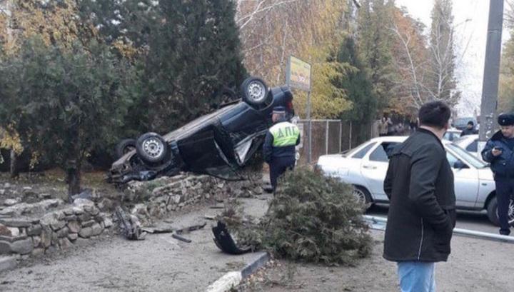 Нарушитель перевернул свое авто, пытаясь скрыться от полиции в Ростовской области. Видео