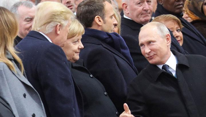 Путин и Трамп пожали друг другу руки у Триумфальной арки