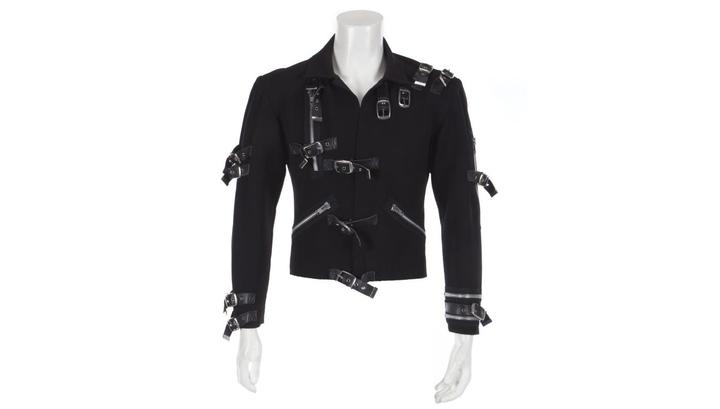 Концертная куртка Майкла Джексона продана за 298 тысяч долларов