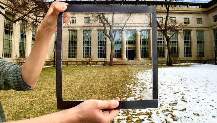 Прозрачная плёнка, которую можно нанести на офисные окна, поможет значительно уменьшить количество поступающего в помещение инфракрасного излучения солнца.