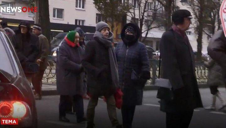 Замерзающие в квартирах без отопления киевляне перекрыли центр города