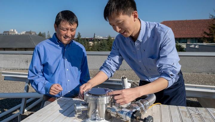 Шаньхуэй Фань и его команда создали прототип солнечной панели, которая будет производить электричество и одновременно обеспечивать охлаждение зданий.