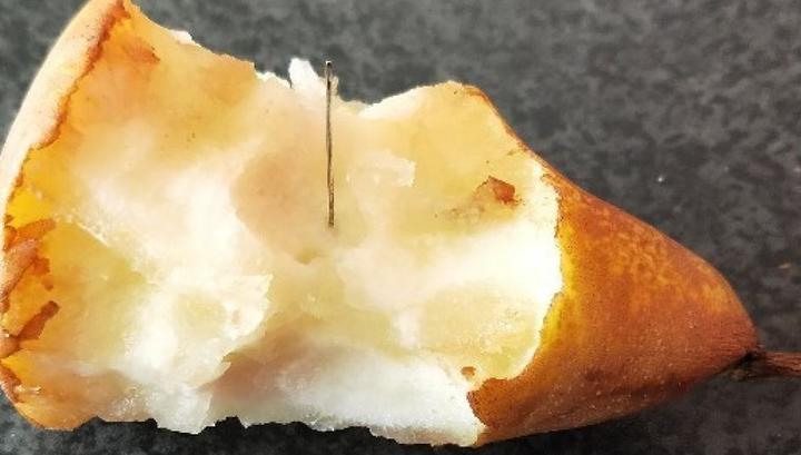Вслед за клубникой в Австралии нашли иглы в грушах