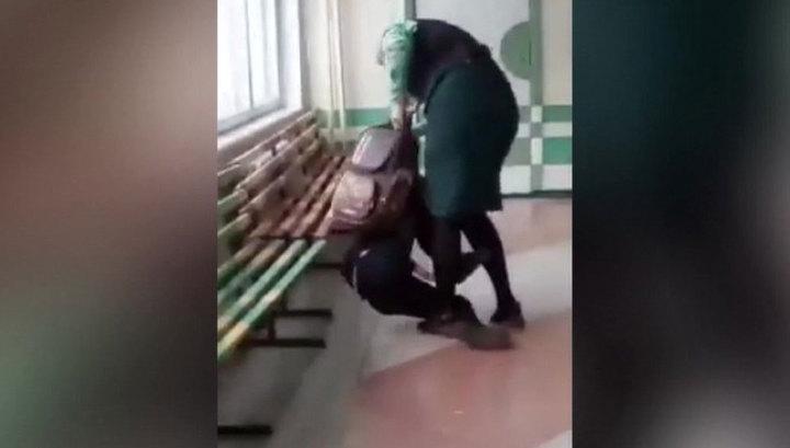 Учительница, избившая школьника, временно отстранена от работы