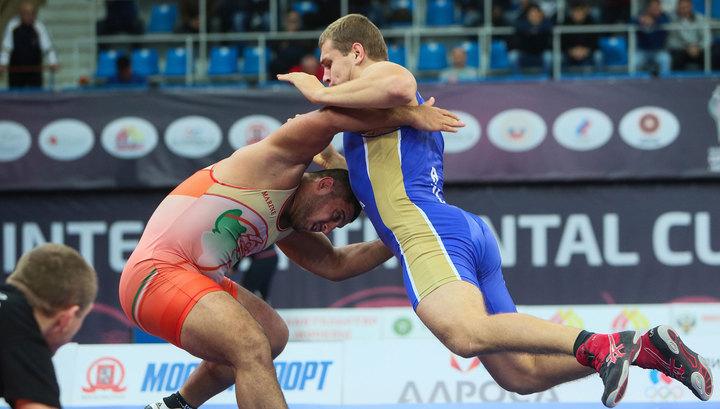Головин выиграл золото молодежного чемпионата мира по борьбе