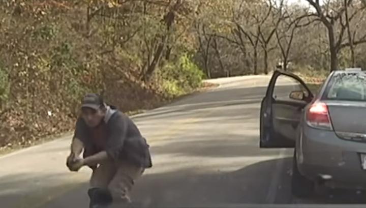 Перестрелка американских полицейских с планирующим умереть беглым преступником попала на видео