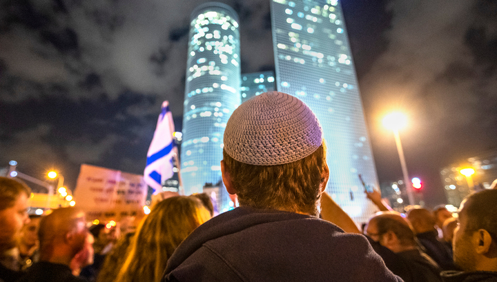Жители Тель-Авива вышли на митинг против перемирия с палестинскими группировками