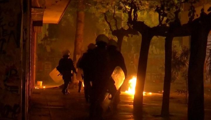 В центре Афин бесчинствуют анархисты