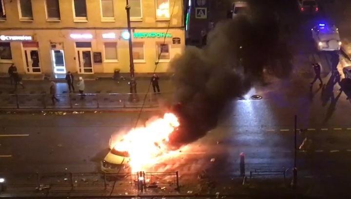 Очевидцы сняли на видео последствия огненного ДТП в Петербурге, где погибли два человека