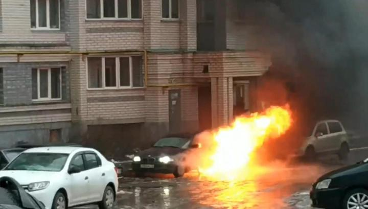 Уснувший за рулем пьяный водитель чудом не сгорел в салоне своей BMW