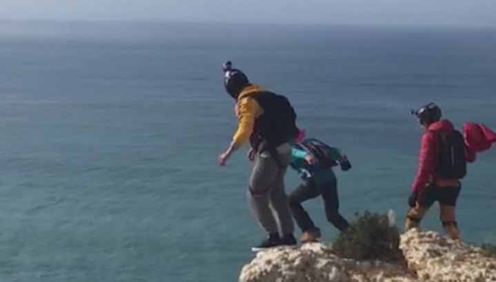 Немецкий парашютист погиб во время экстремального прыжка в Португалии. Видео