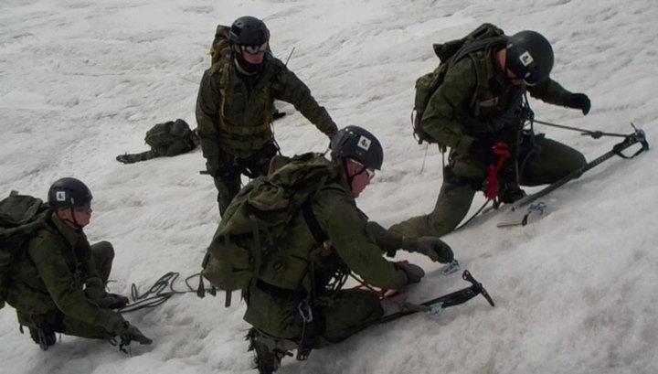 Спецназ Центрального военного округа покорил высокогорный хребет в Туве