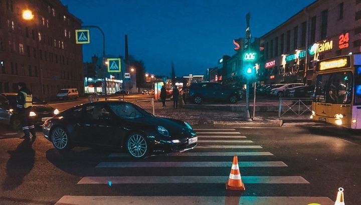 Петербуржца отбросило на 10 метров после столкновения с Porsche
