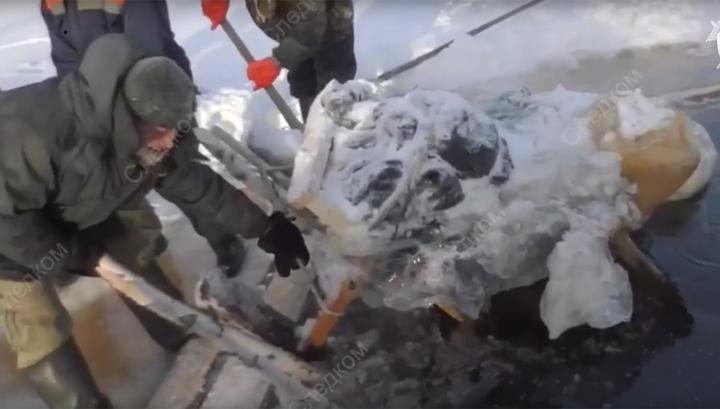 Наткнулись на полынью: четыре человека на снегоходе с нартами провалились под лёд и утонули