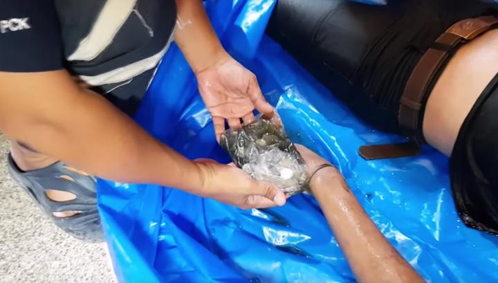 В Тайланде во время празднования лойкратхонга утонул собиратель монет. Видео