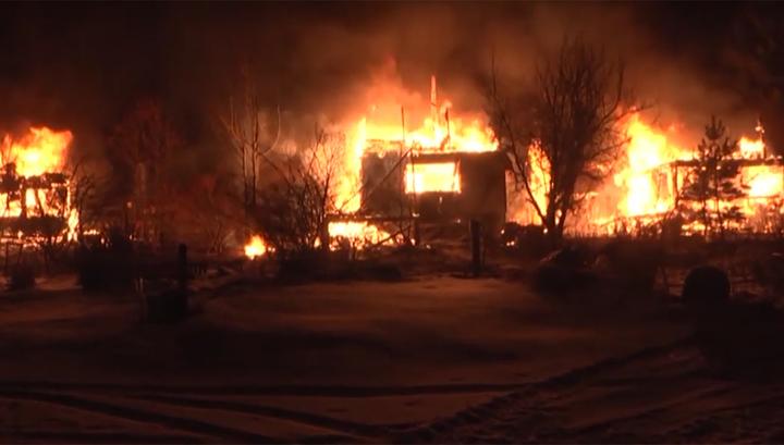 Название не помогло: пироман в Екатеринбурге за ночь спалил 11 домов и 3 бани. Видео